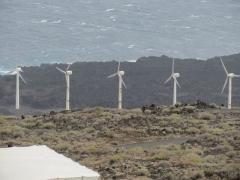 Windräder bei den Salinen in der Region Fuencaliente