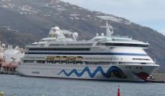 Kreuzfahrtschiff Aida im Hafen von Santa Cruz